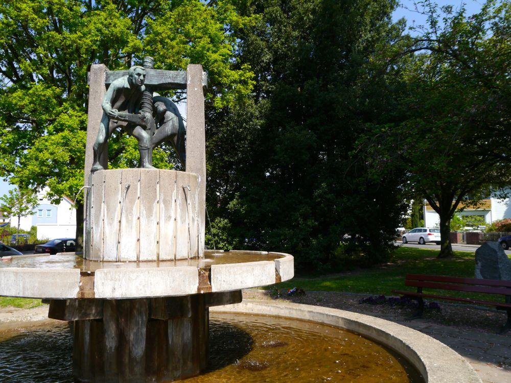 Winzerbrunnen am Le Chesnay Platz