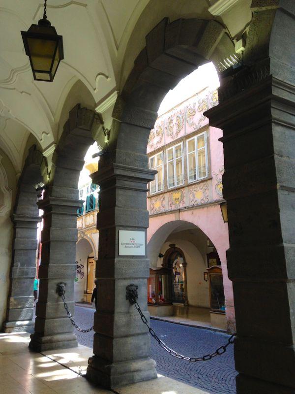 Die Laubengasse in Bozen, eine der ältesten in der Stadt.