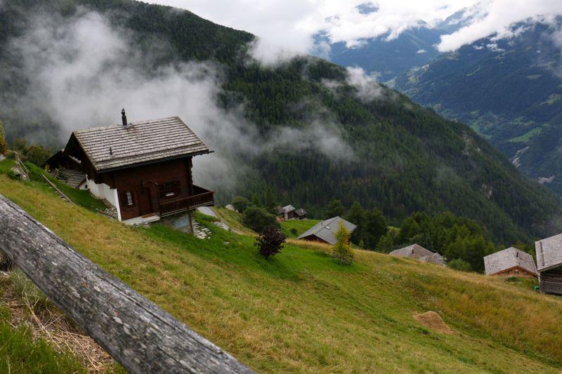 Chandolin ist eines der höchstgelegenen Dörfer Europas, die auch im Winter bewohnt sind.
