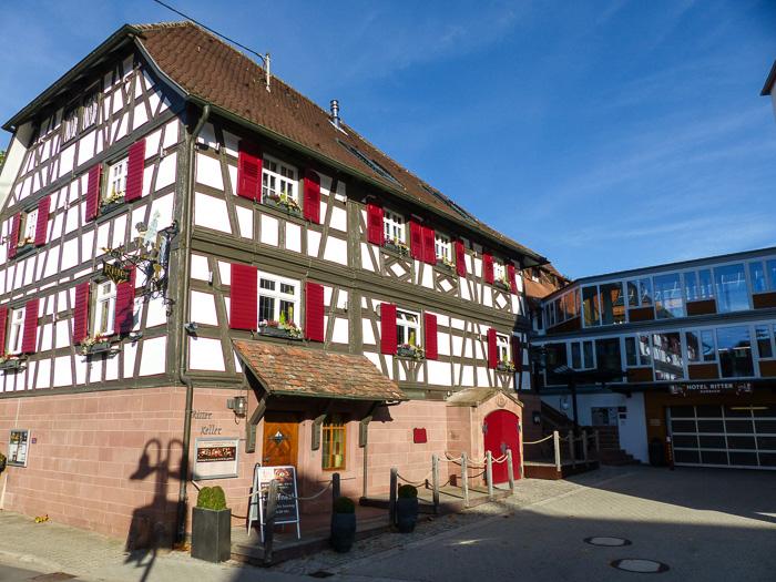 Altes Gebäude mit Ritterstube und -keller