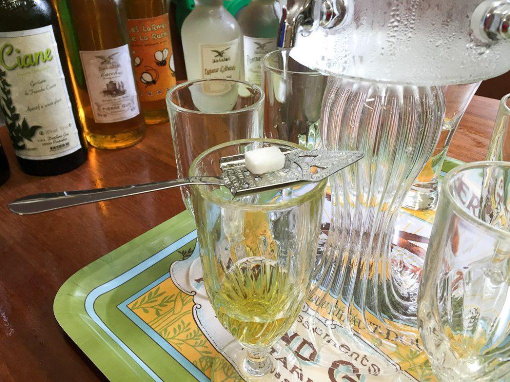 Absinth: Vom (verlorenen) Zauber der Grünen Fee
