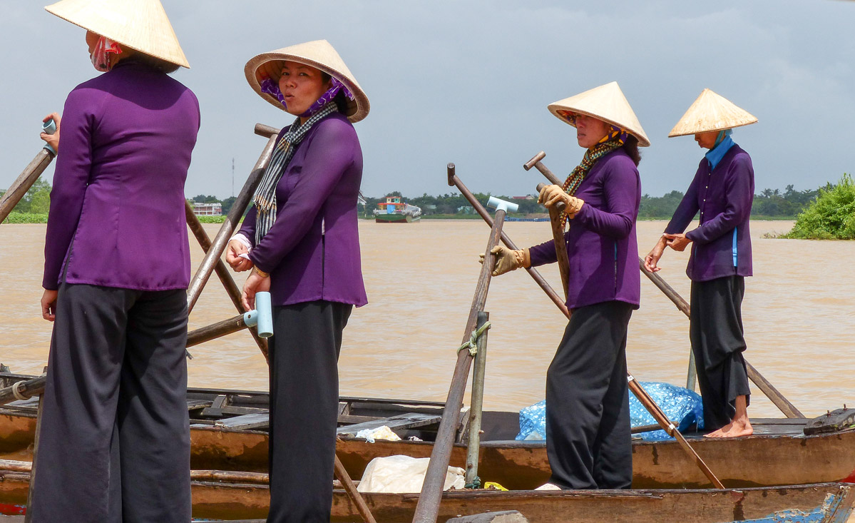 Ruderbootfrauen auf dem Mekong