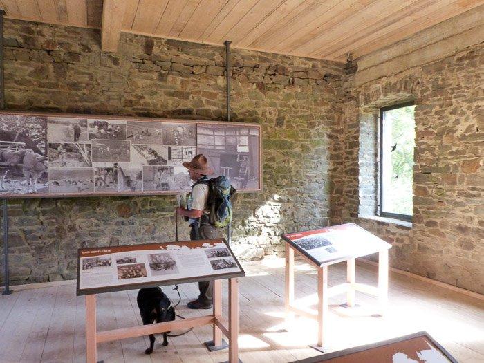 Ausstellung in der alten Schule in Wollseifen