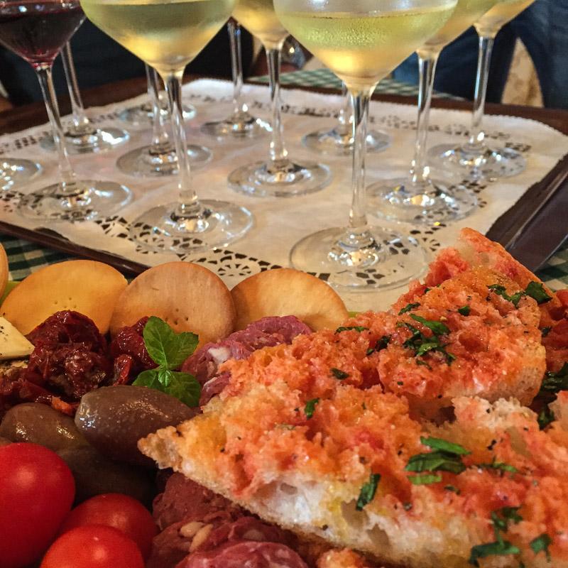 Weinprobe mit Malteser Brot