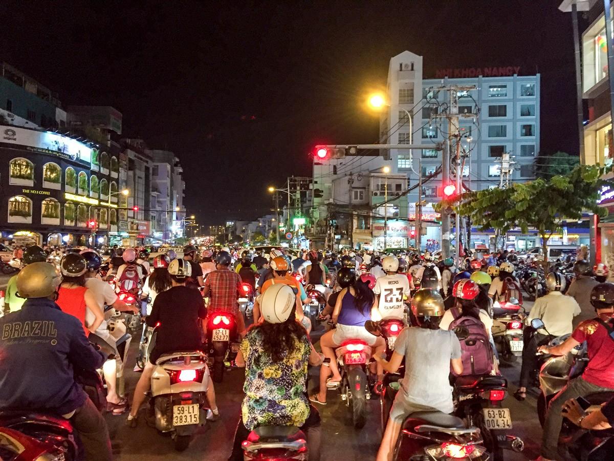 Mit der Vespa auf Food-Tour in Saigon.