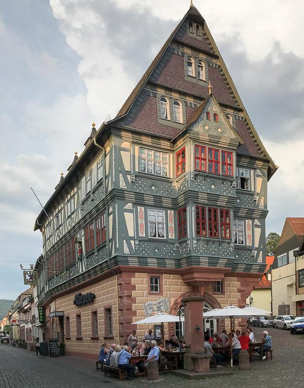 """Das vermutlich älteste Gasthaus Deutschlands """"Zum Riesen"""" in Miltenberg"""