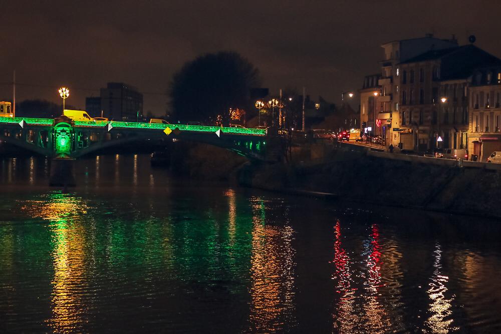 Brückendurchfahrt auf der Seine in Paris