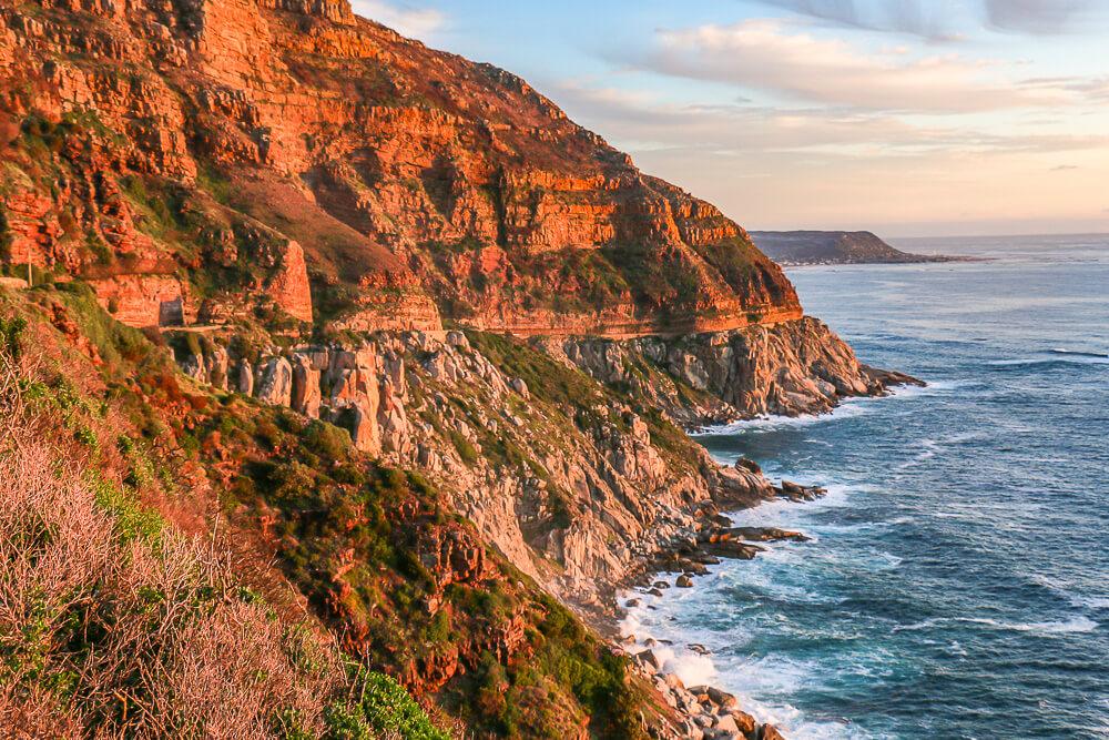 Chapmans Peak Drive bei Kapstadt, Südafrika: eine der spektakulärsten Küstenstraßen der Welt