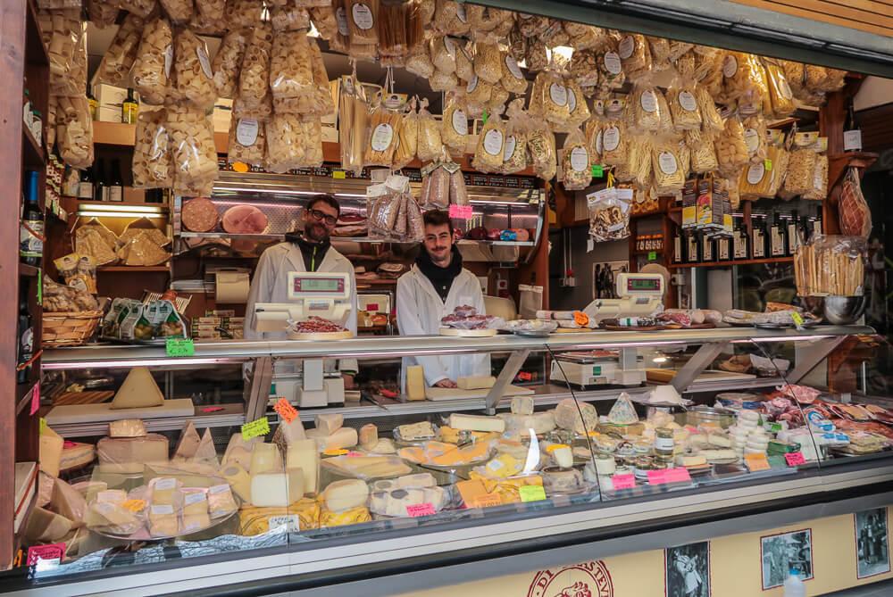 Eine Institution auf dem Marktplatz San Cosimato: Adamo und Emiliano