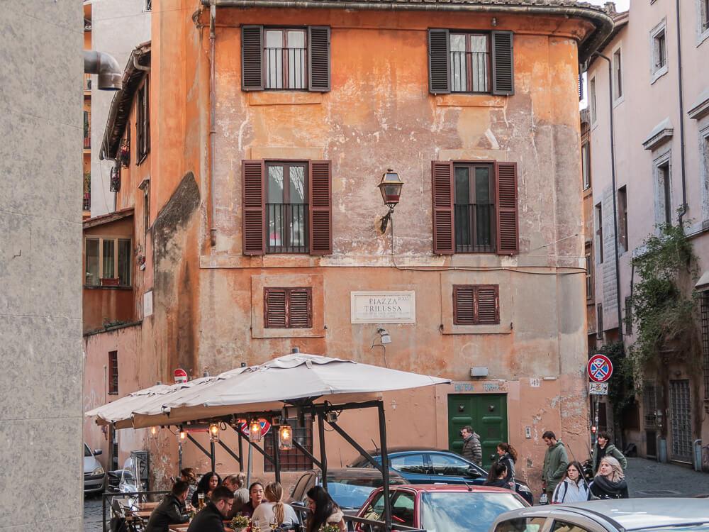 Selbst im Winter kann man draußen genießen – Bar in Trastevere
