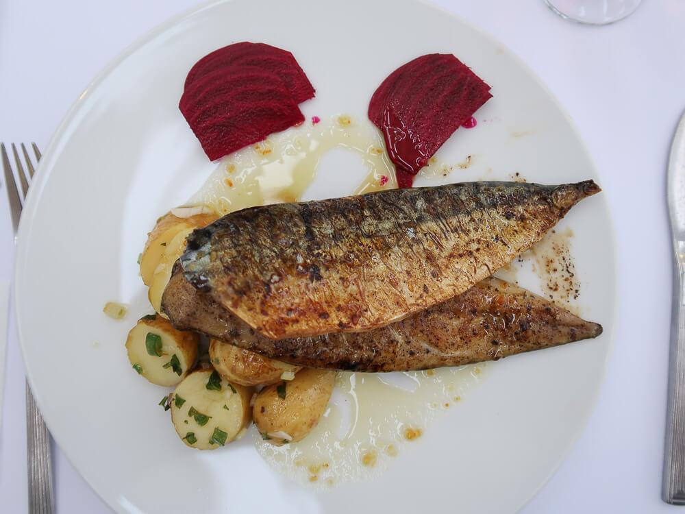 Frischer Fisch ist zwar nicht günstig auf Paros, aber köstlich.