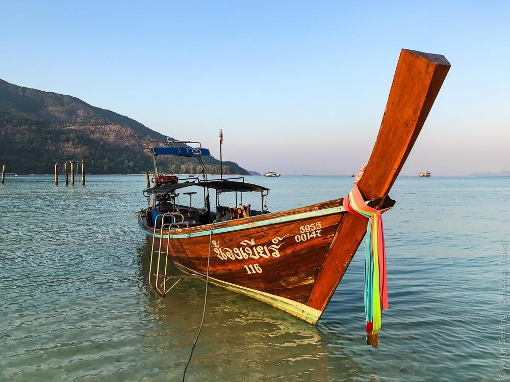 Longtailboot mit Blick auf Koh Adang