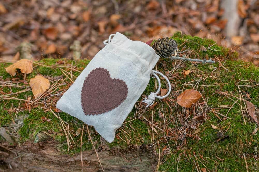 Waldbaden: Säckchen mit kleinen Erinnerungen