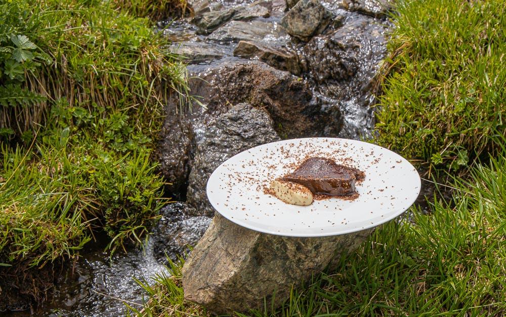 Reh mit Pflaumen und Schokolade von James Knappet