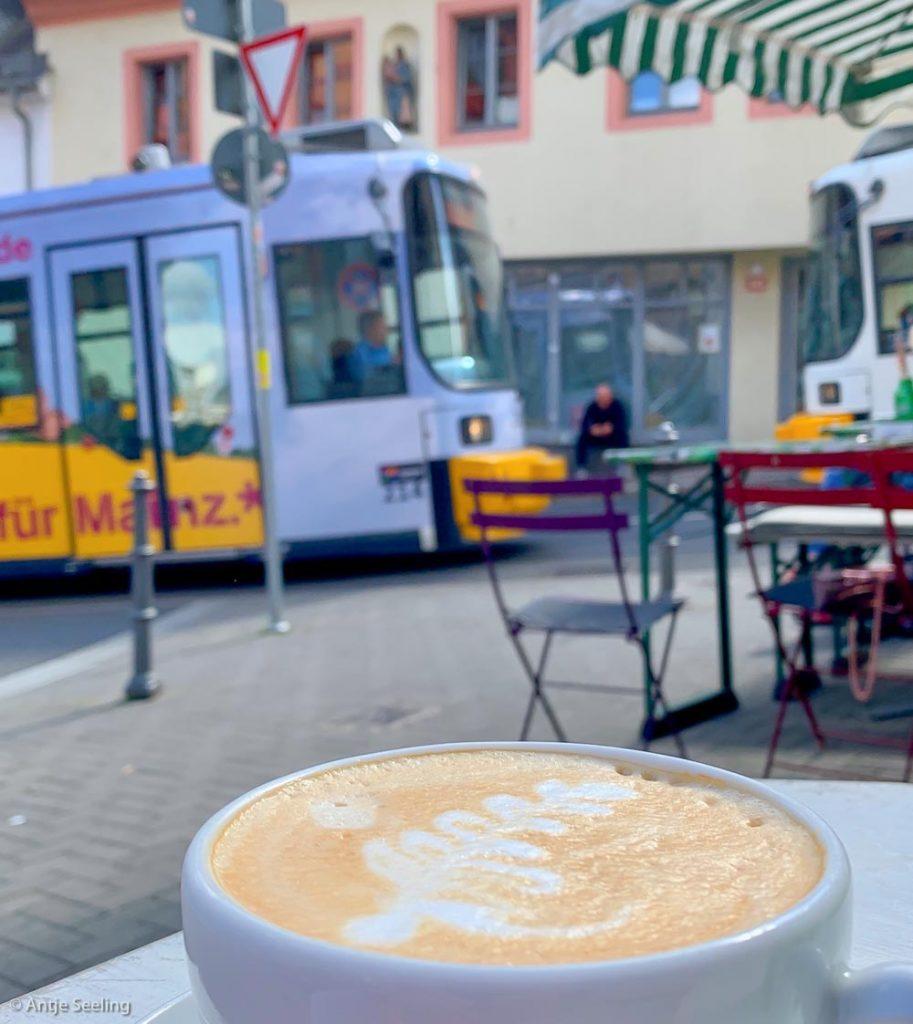 Mainz Gaustraße mit Straßenbahn